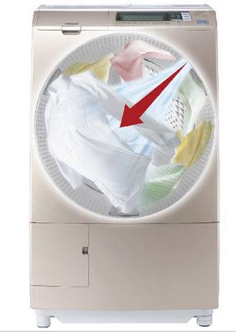 Công nghệ Wind Iron với luồng gió tốc độ cao đến 300km/h được tạo ra từ quạt phản lực Jet Fan giúp sấy khô, làm giảm nếp nhăn và co rút quần áo*. Với chức năng độc đáo này, bạn có thể mặc ngay quần áo sau khi giặt xong.