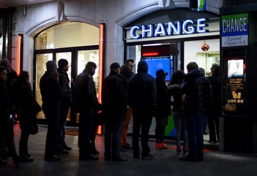 Swiss 4017 1421460956 UBS đang khá lo về việc khách hàng đổ xô mua USD