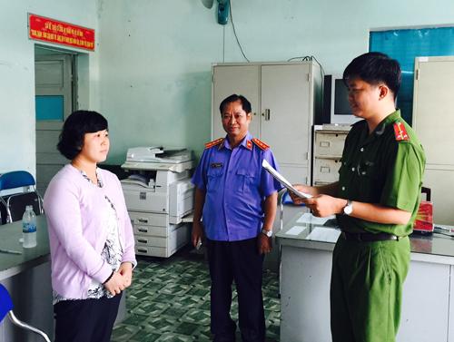Cán bộ hải quan Tân Sơn Nhất bị điều tra tiếp tay buôn lậu