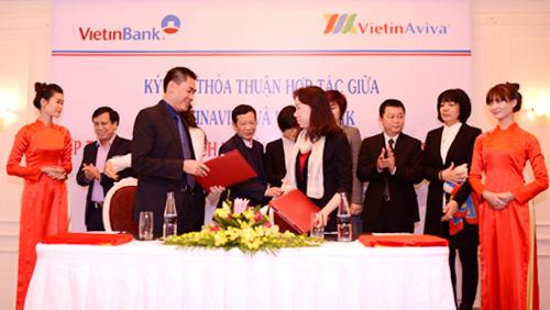 Công ty Bảo hiểm nhân thọ VietinBank Aviva (VietinAviva) và Trung tâm thẻ VietinBank đã ký kết hợp đồng hợp tác trong việc hợp tác cung cấp dịch vụ bán chéo giữa bảo hiểm và thẻ.