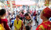 http://kinhdoanh.vnexpress.net/photo/hang-hoa/pho-vang-tac-nghen-ngay-than-tai-3151760.html