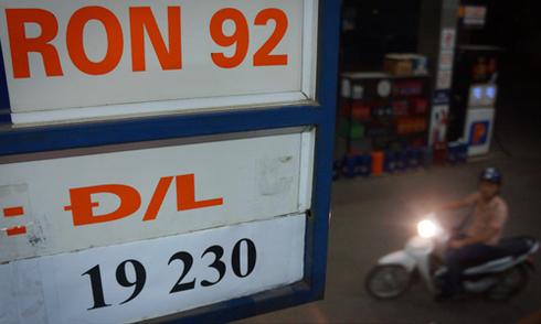 Giá xăng tăng kỷ lục