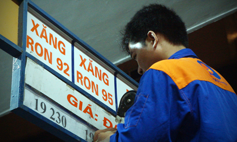 Bộ Tài chính: 'Giá xăng đáng lẽ tăng 3.300 đồng một lít'