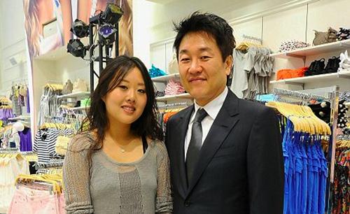 Hai vợ chồng Jin Sook và Do Won Chang. Ảnh: Red Kimono