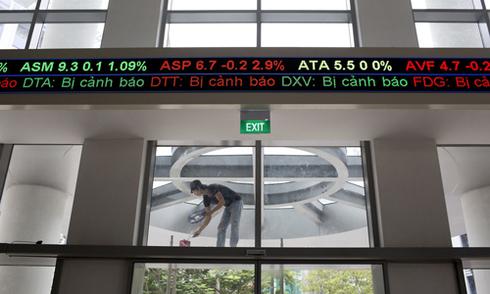 Nhà đầu tư 'đi ra đi vào' thị trường chứng khoán vì thiếu niềm tin