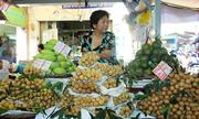 Trái cây ngoại áp đảo đặc sản Việt