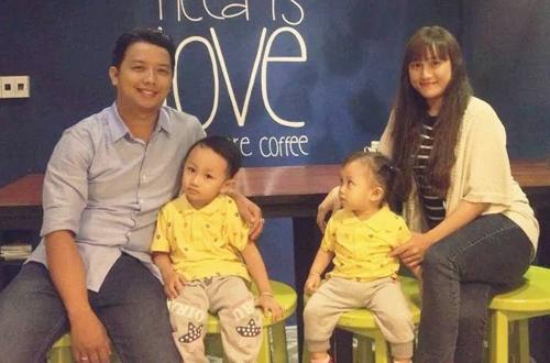 Gia đình Liêm và Thư cùng các con