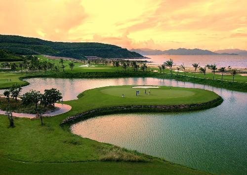 Vinhomes Riverside tặng thẻ golf và kỳ nghỉ 450 triệu đồng