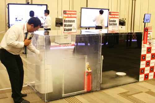 emo máy lọc không khí tại buổi họp báo