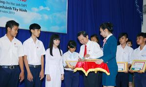 Kienlongbank trao 200 suất học bổng tại Tây Ninh