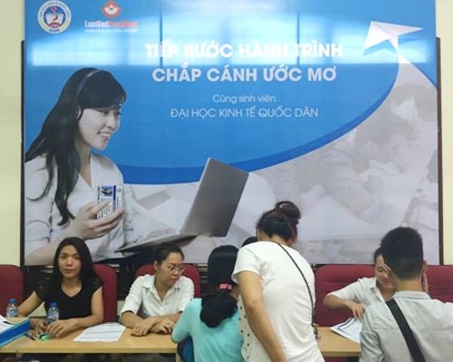 Để biết thêm thông tin chi tiết, Quý khách vui lòng liên hệ Chi nhánh, Phòng giao dịch của LienVietPostBank gần nhất trên toàn quốc hoặc Bộ phận Dịch vụ khách hàng: ·     Tổng đài CSKH(Miễn phí): 1800 577 758 ·     Email: dichvukhachhang@lienvietpostbank.com.vn /dvkh@lienvietpostbank.com.vn