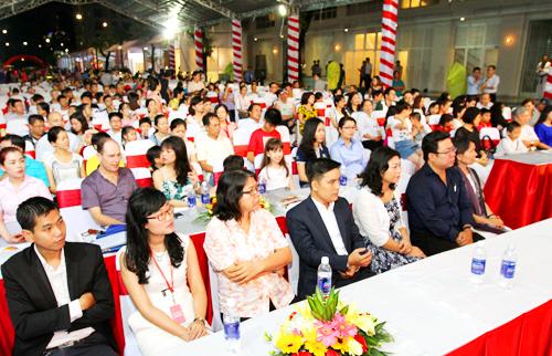 Chương trình đã thu hút hơn 1.500 khách hàng cùng nhiều đối tác của Phú Mỹ Hưng trong lĩnh vực xây dựng, vật liệu, thiết kế nội thất, gia dụng, công nghệ thông minh, ngân hàng và công ty dịch vụ về giáo dục, y tế, thẩm mỹtham gia.
