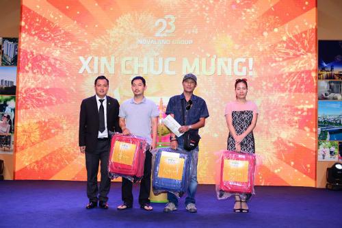 Khach-hang-nhan-thuong-resize-5355-14422