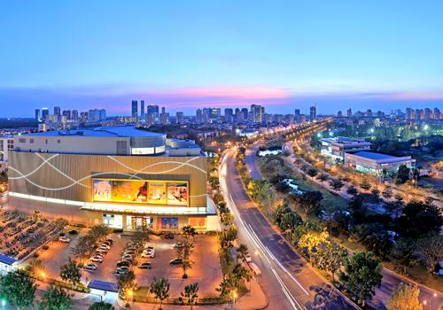 Đại lộ Nguyễn Văn Linh - một công trình hạ tầng quan trọng góp phần kết nối các công trình hạ tầng khác trong khu Nam thành phố.