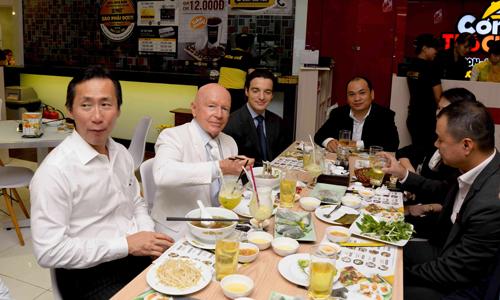Chuỗi nhà hàng Việt hấp dẫn quỹ ngoại