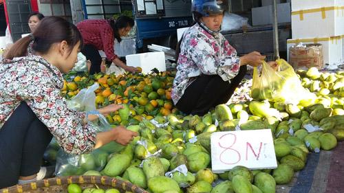 Chợ hoa quả đồng giá ở Hà Nội 1