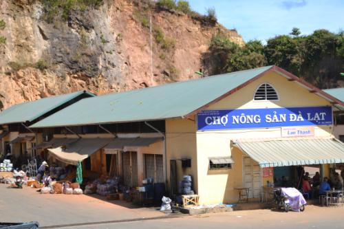 Đà Lạt bỏ lệnh cấm khoai tây Trung Quốc vào chợ nông sản 1