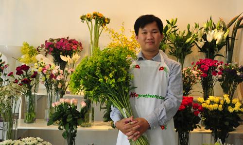 ky-su-cong-nghe-thong-tin-ban-hoa-tuoi-kiem-900-trieu-moi-thang