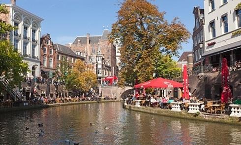 Thành phố Hà Lan chia cho cư dân gần 1.000 USD mỗi tháng