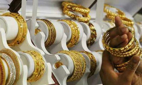 Người dân tăng bán vàng khi giá giảm