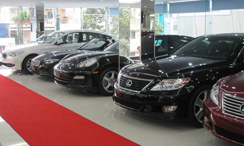 Ôtô nhập khẩu tăng giá cả tỷ đồng