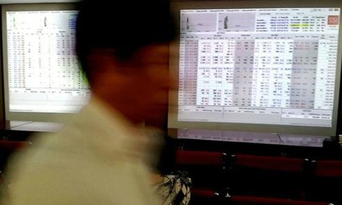 Chứng khoán bị bán mạnh cuối phiên, VN-Index mất 10 điểm