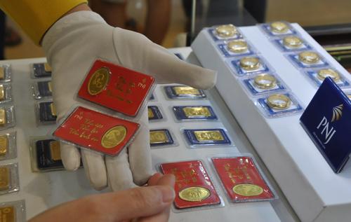 Khách tăng bán vàng trước kỳ nghỉ Tết