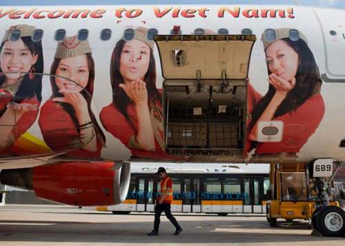 bloomberg-vietjet-air-muon-thanh-emirates-tai-chau-a