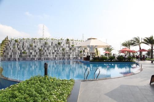 Hồ bơi thác tràn 9 tầng phong cách Singapore.