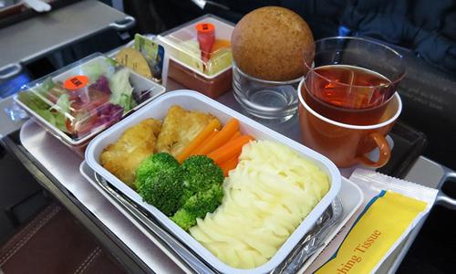 Lãi 5 tỷ đồng mỗi tháng nhờ bán cơm cho Vietnam Airlines, VietJet