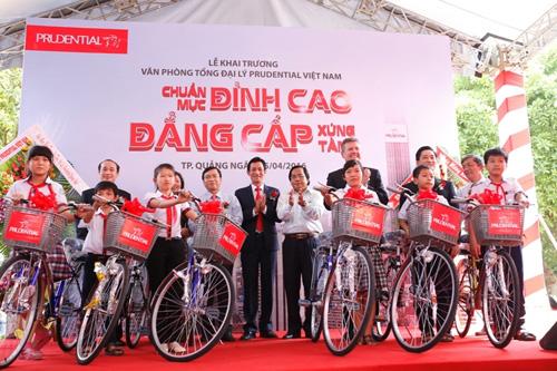Prudential sẽ phối hợp với mỗi địa phương trao tặng các em học sinh nghèo hiếu học tổng cộng 600 chiếc xe đạp với số tiền 1,2 tỷ đồng.