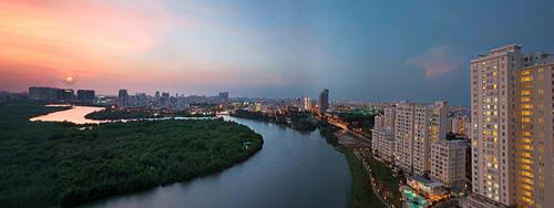 Quy hoạch trục ngang - giảm chiều cao công trình, dành nhiều diện tích cho các thảm cây xanh, tiện ích công cộng đang là xu hướng trong các đô thị lớn tại Hà Nội, Đà Nẵng, TP HCM thời gian gần đây. Tại Phú Mỹ Hưng, quận 7, TP HCM, mô hình này đã triển khai từ nhiều năm trước tại khu Nam Viên - một trong 8 tiểu khu của Phú Mỹ Hưng được quy hoạch và phát triển thành khu nghỉ dưỡng xanh cao cấp bậc nhất đô thị.