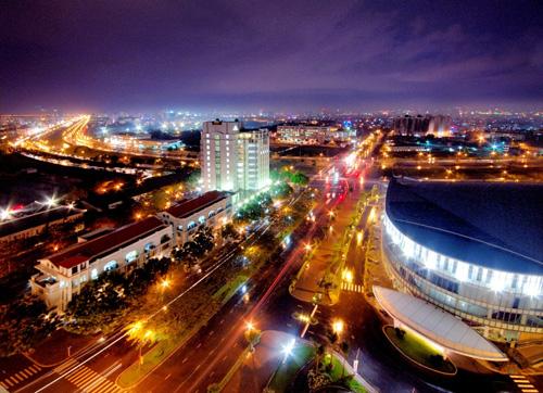 Từ khu Nam Viên, chỉ qua cầu Cả Cấm 2, theo trục Nguyễn Lương Bằng có thể tiếp cận khu Thương mại Tài chính Quốc tế và khu The Crescent.