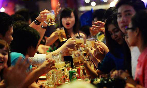 nguoi-viet-uong-hon-mot-ty-lit-bia-trong-4-thang