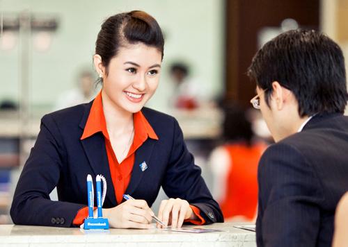 Mọi thông tin chi tiết, khách hàng vui lòng truy cập khuyenmai.sacombank.com hoặc liên hệ các điểm giao dịch hoặc Trung tâm Dịch vụ khách hàng Sacombank 24/7 theo số điện thoại 1900 5555 88 / 08 3526 6060 hoặc email ask@sacombank.com.