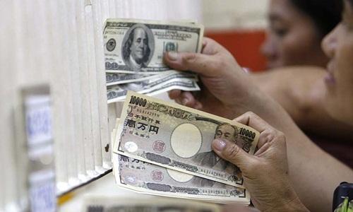 Đồng yen tăng vọt vì Nhật Bản giữ lãi suất âm - ảnh 1
