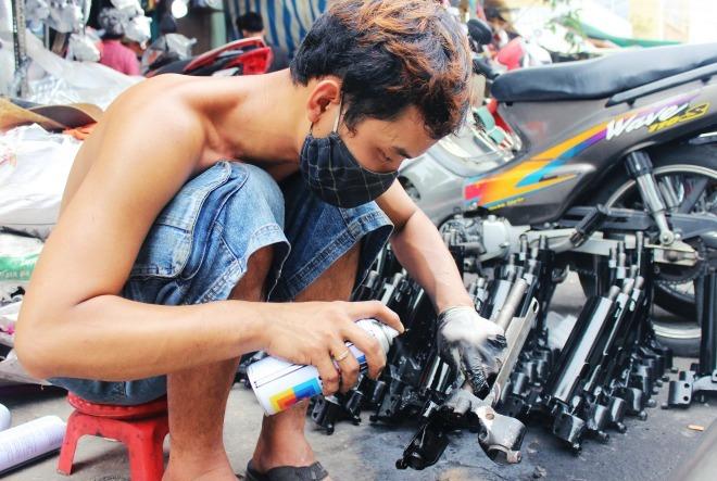 Hàng nhái tràn lan trong chợ phụ tùng lớn nhất Sài Gòn