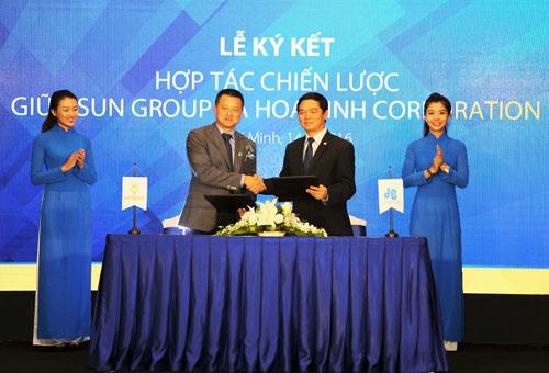 ky ket SGR HoaBinhCorp JPG 6612 1468472027 Tập đoàn Sun Group chọn Hòa Bình làm nhà thầu chiến lược