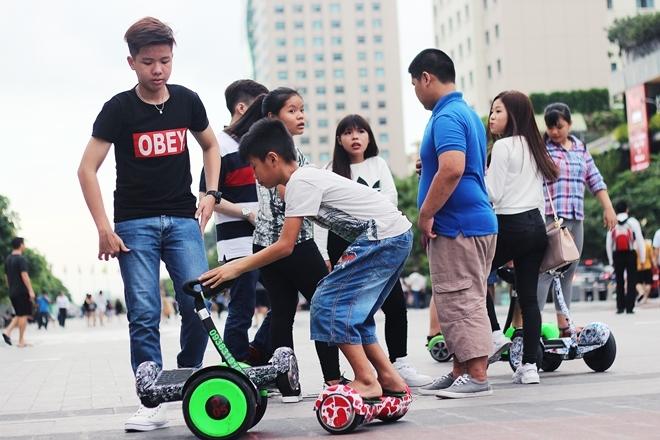 Hốt bạc với dịch vụ cho thuê xe điện cân bằng ở Sài Gòn
