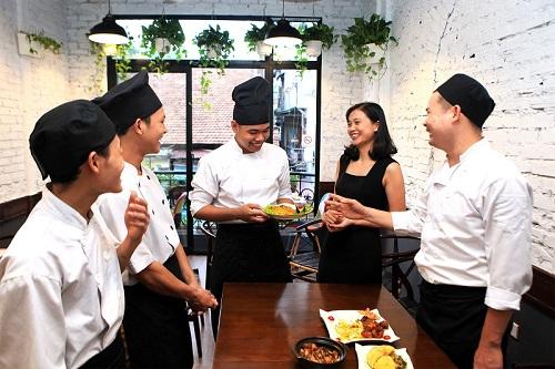 nu-ngan-hanh-thanh-cong-voi-chuoi-nha-hang-ga-thao-duoc-2