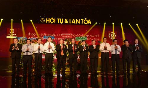 Lãnh đạo các tỉnh đến chúc mừng thành công của Tập đoàn Hoa Sen.