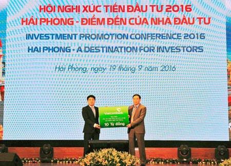 Số tiền 15.000 tỷ cùng ngữ Vietcombank cốt yếu hỗ trợ danh thiếp dự án đặt nhà đầu tư cam kết triển khai cùng địa phương tại sự kiện và đơn mạng dự án khác sẽ thực hành từ bỏ nay đến 2020.