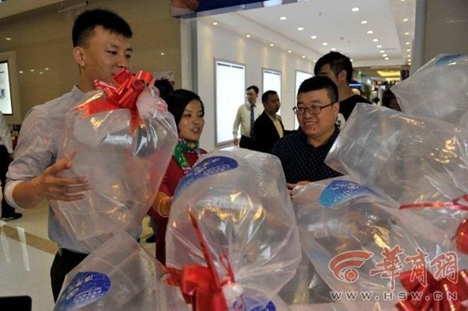 Dân Trung Quốc đổ xô mua không khí đóng túi giá rẻ