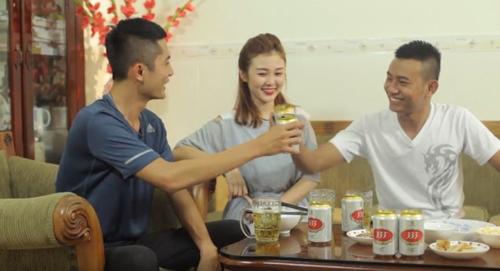 Nhiều người tiêu dùng Việt Nam trường đoản cú lâu hử quen thuốc cùng mác dãy bia 333 cụm trường đoản cú Tổng công ty cổ phần Bia Rượu Nước giải khát Sài Gòn.