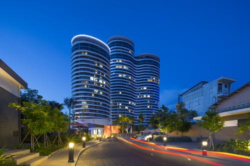City Garden Exterior Night 002 6020 1474970541 Cùng nhìn qua kiến trúc độc đáo của những tòa cao ốc tại TP HCM