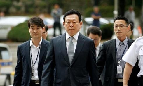 Chủ tịch Lotte bị cáo buộc tham nhũng
