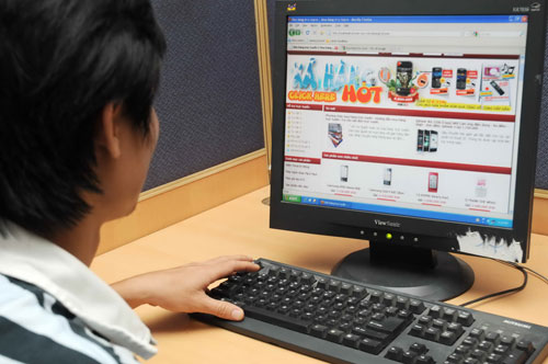 nguoi-dung-o-tp-hcm-thuong-su-dung-may-tinh-de-mua-do-online
