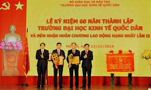 vietcombank-tai-tro-dai-hoc-kinh-te-quoc-dan-5-ty-dong