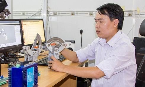 8x-bo-hoc-thac-si-han-quoc-mo-cong-ty-che-tao-robot
