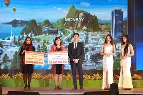Ông Nguyễn Hải Đăng - Tổng giám đốc công ty TNHH HD MON Hạ Long trao 2 phần quà cho Trung tâm bảo trợ trẻ em có hoàn cảnh đặc biệt tỉnh Quảng Ninh và Quỹ khuyến học TP Hạ Long .(Ảnh 1061)